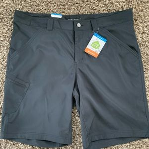 Black Columbia Kestrel Trail stretch shorts